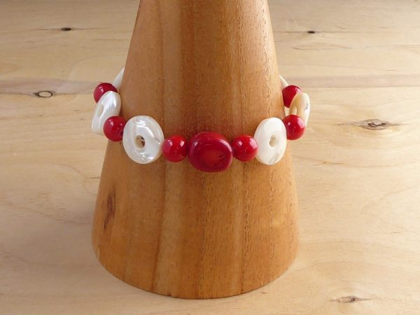Red Bamboo Coral and Mother of Pearl polos bracelet cone