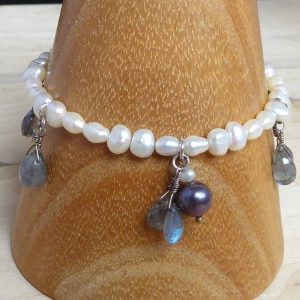 bracelet handmade, freshwater pearl and labradorite, front,