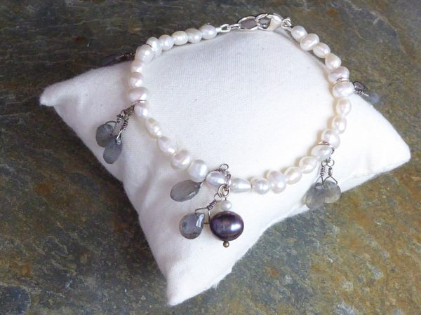 bracelet handmade, freshwater pearl and labradorite,