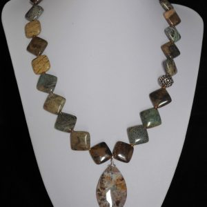 Necklace Agate squares green-brown with pendant 'Snakeskin'