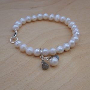 bracelet, freshwater pearl with labradorite and pearl drops