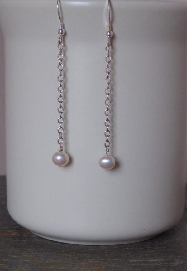 Earrings single pearl on chain drop